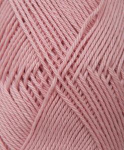 Tilda färg Rosa - 541 Garntorget Svarta Fåret är ett mycket populärt blandgarn med kvalitéten 50% Bomull och 50% Akryl. Dessutom mycket slitstarkt. Du kan använda Tilda-garn till att sticka allt möjligt. Till exempel mössor, koftor och babyplagg. Dessutom är garnet slitstarkt och ger dig därmed en lång hållbarhet.Tilda är ett mycket omtyckt garn som funnits i 25 år.Passar lika bra till stickning som virkning. Storlek på nystan: 50 gram= 150m. Rekommenderade stickor: 3½ mmMasktäthet: 10 x 10 cm= 26m x 35vMaskintvätt 40° skontvätt, plantorkning.