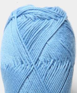 Tilda färg Mellanblå - 65 Garntorget Svarta Fåret är ett mycket populärt blandgarn med kvalitéten 50% Bomull och 50% Akryl. Dessutom mycket slitstarkt. Du kan använda Tilda-garn till att sticka allt möjligt. Till exempel mössor, koftor och babyplagg. Dessutom är garnet slitstarkt och ger dig därmed en lång hållbarhet.Tilda är ett mycket omtyckt garn som funnits i 25 år.Passar lika bra till stickning som virkning. Storlek på nystan: 50 gram= 150m. Rekommenderade stickor: 3½ mmMasktäthet: 10 x 10 cm= 26m x 35vMaskintvätt 40° skontvätt, plantorkning.