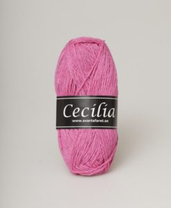 Cecilia Cerise - 478 är ett svalt och skönt garn i materialet bomull/viskos/lin. Perfekt sticka virka till Baby , Barn , Dam , Herr , Mössor. Cecilia kommer i en härlig blandning av 53% bomull, 33% viskos och 14% lin. Garnet har en vacker struktur och passar perfekt till lätta och luftiga plagg för våren och sommaren. Garnet är upplagt på 50 grams nystan. Om 110 meter, och stickfastheten 21 maskor på stickor nr 4 ger 10 cm. Plagg som stickas med Cecilia tvättas i 30 graders maskintvätt. Med närmare 30 färger att välja bland är det bara kreativiteten. Som sätter gränser för vad du kan skapa med detta garn.