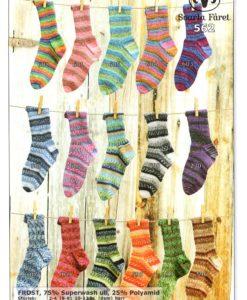 Frost Sockor till familjen Sockor 75% Ull 25% Polyamid 562 Storlek:      2-4  (6-8)  10-12  (dam)  herr Garnåtgång:  1    (1)    2     (2)    2 nystan Strupstickor:  Svarta Fåret 2,5 mm