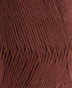Lisa 8/4 Rödbrun - 23 Garntorget Svarta Fårets är 100% kammat bomulls garn. Det är ett helt nytt garn som har många användnings områden. Ett underbart garn att sticka sköna plagg utav och är lätt och luftigt och skön mot huden. Barn, Dam, Herr, Baby. Fint att virka grytlappar och små plagg av.