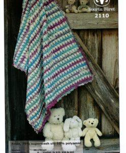 Frost Babyfilt 75% Ull 25% Polyamid - 2110 Svarta Fåret Storlek :ca        66 x 82 cm Garnåtgång:       3 n.fg 639 (lila multi) 2 n.fg 640 (grön multi) 3 n.fg 405 (oblekt) Virknål:           Svarta Fåret 3,5 mm