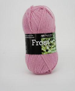 Frost Ljusrosa - 440 Svarta Fåret. Frost 75% Superwash ull / 25% polyamid,sticka raggsockor, fingervantar, torgvantar,tröja. Kofta, babytröja, damkofta, damväst,sjal, barntröja, babyfilt.