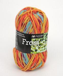 Frost Multi Orange/Gul/Blå - 653. Garntorget Svarta Fåret 75% Superwash ull / 25% polyamid. Sticka raggsockor fingervantar, torgvantar,tröja, kofta, babytröja, damkofta, damväst,sjal, barntröja, babyfilt raggsocksgarnet frost är ett ullgarn från. Svarta Fåret som är mjukt och slitstarkt och som passar utmärkt till raggsockor, mössor och kläder. Det finns i en bred färgskala av både melerade och solida färger. Raggsocksgarnet frost ullgarn kommer från Svarta Fåret och är ett mjukt, slitstarkt och ett värmande raggsocksgarn. Som passar utmärkt till stickade raggsockor. Blandningen med ull, som värmer och polyamid som gör att den färdiga raggsockan blir slitstark. Gör detta till ett perfekt raggsocksgarn frost från Svarta Fåret finns i en bred färgskala med många fina meleringar. Och printfärger frost raggsocksgarn blir väldigt fina i mönstringen vid färdig stickade raggsockor frost kan med fördel även stickas i mindre plagg. Till både vuxna, barn och baby. Eftersom Raggsocksgarnet Frost är så tunt är det perfekt att använda i kängor och skor.