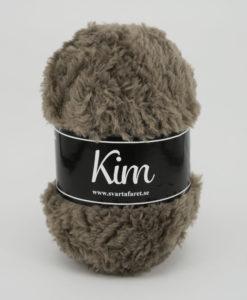 Kim Ljusbrun - 26. Garntorget Kim är ett pälsliknande garn i en härlig blandning av 93% polyamid och 7% polyester garnet är fantastiskt mjukt. Och passar perfekt när du är ute efter en pälsliknande känsla i dina plagg. Kim är upplagt på 50 grams nystan om 70 meter, och stickfastheten 17 maskor på stickor nr 4.5 ger 10 cm. Kim Rosa - 40. Garntorget Kim är ett pälsliknande garn i en härlig blandning av 93% polyamid och 7% polyester garnet är fantastiskt mjukt. Och passar perfekt när du är ute efter en pälsliknande känsla i dina plagg. Kim är upplagt på 50 grams nystan om 70 meter, och stickfastheten 17 maskor på stickor nr 4.5 ger 10 cm. Plagg som stickas med Kim maskintvättas i 30 graders ullprogram. Med flera spännande färger att välja bland kan vi nästan lova att du hittar en kulör som passar ditt projekt.