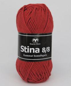 Stina 8/8 Rödorange - 246. Stina är ett lite grövre mjukt kammat bomullsgarn som finns i många färger , passar utmärkt till inredning , men även till plagg , speciellt bra till grytlappar. Stick, Virkmönster, Disktrasa, Grytlapp, Babyfilt, Virkad Katt, Virkad Hund, Kudde. Produktbeskrivning: Stina Garn. Ett grövre bomullsgarn i kammad bomull från Svarta Fåret. Kvalitet: 100% Kammad Bomull Uppskattad längd: 80 m Masktäthet: 18 m Rekommenderad sticka: 5 Tvättråd: 40 grader.