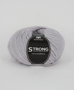 """Strong garn från Svarta Fåret är ett fantastiskt garn med färgen dimlila 59. 40% alpacka 40% ull 20% polyamid, startar upp höstsäsongen. Där du tillsammans med dina vänner, sticka virka en trevlig dag. Därför känns STRONGS garnerna otroligt mjuka och sköna vilket gör att dina kunder får inte bara får ett fantastiskt garn utan även ett riktigt """"gott garnkvaliteterna i vackra färger. Var med och gör skillnad!"""