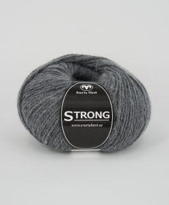 """Strong Grå 08 Garntorget är ett fantastiskt garn med färgen. 40% alpacka 40% ull 20% polyamid, startar upp höstsäsongen. Där du tillsammans med dina vänner, sticka virka en trevlig dag. Därför känns STRONGS garnerna otroligt mjuka och sköna vilket gör att dina kunder får inte bara får ett fantastiskt garn utan även ett riktigt """"gott garnkvaliteterna i vackra färger. Var med och gör skillnad!"""