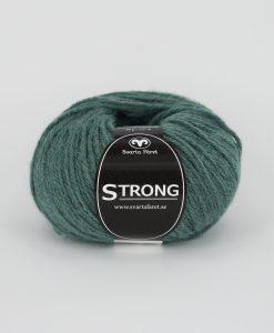 """Strong garn från Svarta Fåret är ett fantastiskt garn med färgen grön 85. 40% alpacka 40% ull 20% polyamid, startar upp höstsäsongen. Där du tillsammans med dina vänner, sticka virka en trevlig dag. Därför känns STRONGS garnerna otroligt mjuka och sköna vilket gör att dina kunder får inte bara får ett fantastiskt garn utan även ett riktigt """"gott garnkvaliteterna i vackra färger. Var med och gör skillnad!"""