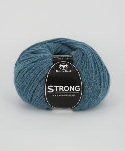 """Strong garn från Svarta Fåret är ett fantastiskt garn med färgen jeanspetrol 69. 40% alpacka 40% ull 20% polyamid, startar upp höstsäsongen. Där du tillsammans med dina vänner, sticka virka en trevlig dag. Därför känns STRONGS garnerna otroligt mjuka och sköna vilket gör att dina kunder får inte bara får ett fantastiskt garn utan även ett riktigt """"gott garnkvaliteterna i vackra färger. Var med och gör skillnad!"""