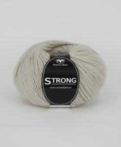 """Strong Ljusbeige o6 Garntorget är ett fantastiskt garn med färgen. 40% alpacka 40% ull 20% polyamid, startar upp höstsäsongen. Där du tillsammans med dina vänner, sticka virka en trevlig dag. Därför känns STRONGS garnerna otroligt mjuka och sköna vilket gör att dina kunder får inte bara får ett fantastiskt garn utan även ett riktigt """"gott garnkvaliteterna i vackra färger. Var med och gör skillnad!"""