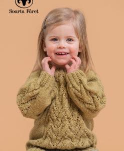 Barn Mönster häfte 3 Lite höstmys? Varför inte köpa mönsterhäfte 3 för barn. Passa på nu att välja mellan 14st härliga barnmönster: Kofta, Stukturmönstrad tröja, Byxa, Barntröja, Pullover, Flätstickad barntröja, Barnkofta, Barntröja, Barntröja med trumpetärm, Babyjacka med huva, Strukturmönstrad barntröja, Enkel barntröja i Aurora eller Barnkofta nmed volangkant. Garnalternativ Blue Ocean Alpaca, Freja, Ulrika, Soft Lama, Kim, Asta, Tilda, Tilda Cotton,Sox, Aurora, Blue Ocean Cotton,