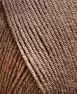 Freja 100% Akryl Mörk beige - 06. Freja akrylgarn finns i många vackra färger och nyanser ett perfekt garn för den som är känslig mot ull. Freja finns i många härliga färger, klara färger som glädjer omgivningen. Kvalitén är hög. Garnet passar till stickade tröjor, mössor, vantar, halsdukar. Till både vuxna och barn. Det är en behaglig tjocklek på garnet. Dessutom är det ett billigt garn.